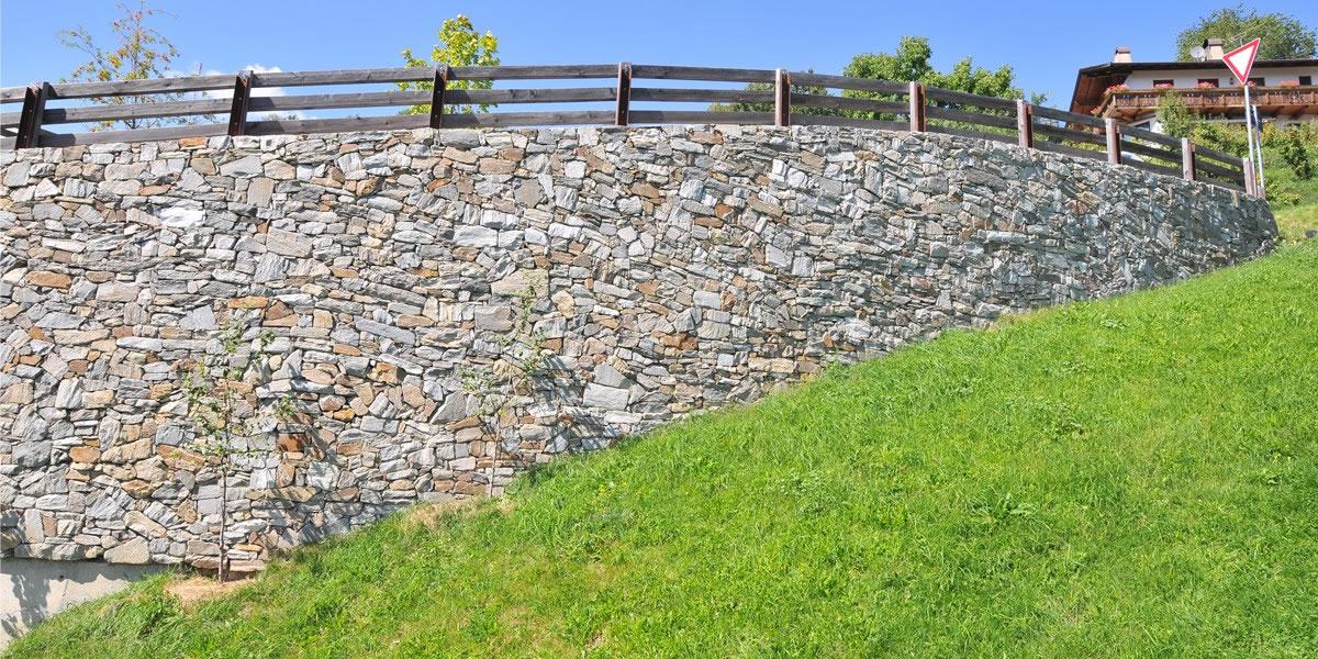 Lazfons muro di confine muri a secco nostre for Muri con pietre a vista